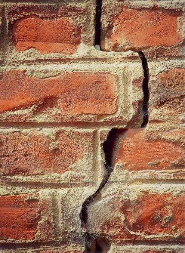 Fix The Cracks in The Walls to Draught-Proof Your Home